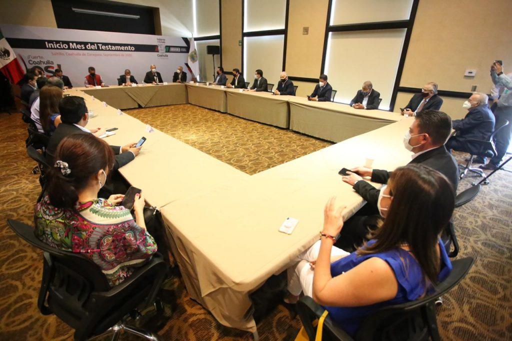 El Gobernador Miguel Riquelme firma acuerdo de colaboración con el Colegio de Notarios de Coahuila.