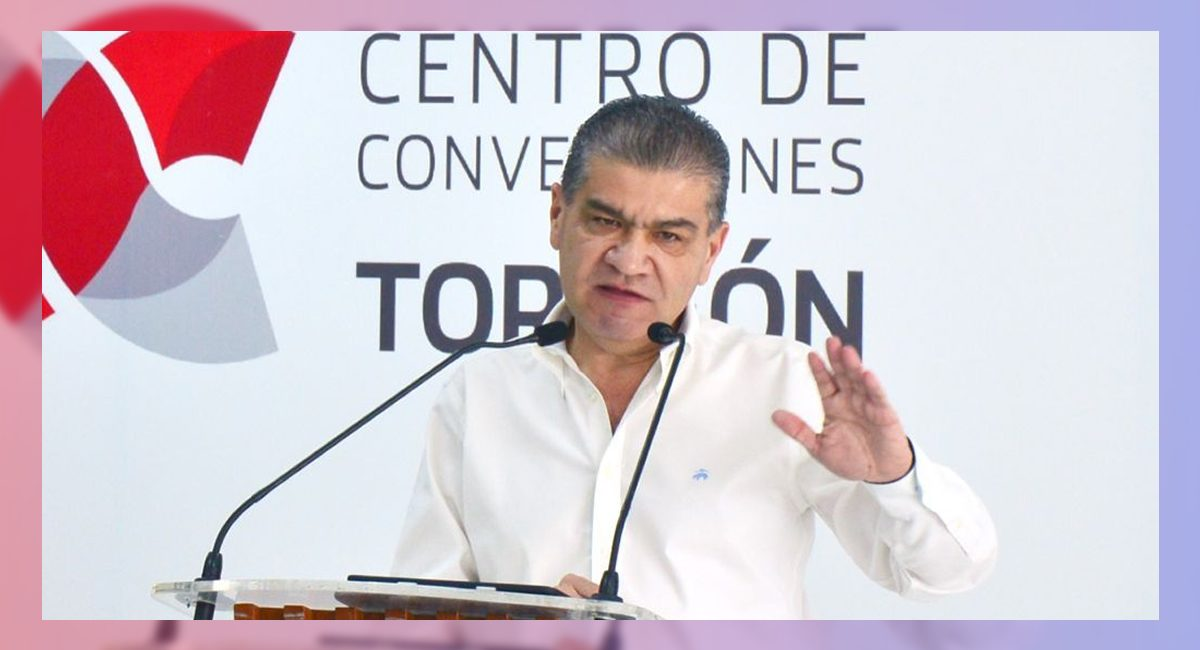 El gobernador Miguel Riquelme Solís