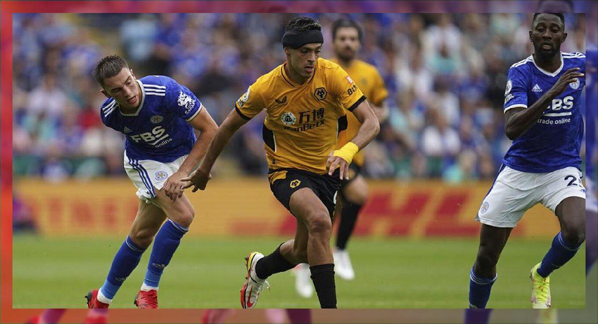 Raúl Jimenez volvió a ver actividad tras meses de recuperación por una fractura de cráneo que sufrió en un partido de la liga premier de Inglaterra