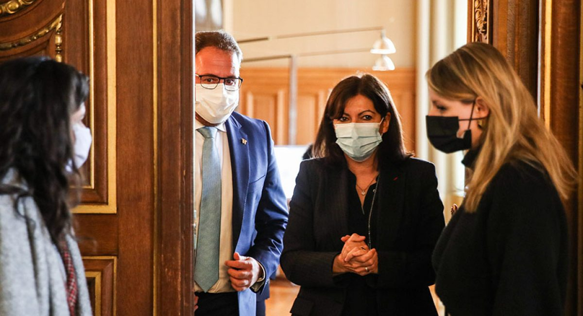 Paris (France), 18/01/2021.- Paris mayor Anne Hidalgo (2-R) and Mayor of Spanish Merida Antonio Rodriguez Osuna (3-R), leave the meeting room, inside Hotel de Ville of Paris, Paris, France, 18 January 2021. Antonio Rodriguez Osuna, the president of the Group of World Heritage Cities of Spain, and the Mayor of Merida, Spain, held a bilateral meeting with Anne Hidalgo, the Mayor of Paris, in which he requested and obtained Paris's participation and help in an event scheduled to promote tourism in France. (Francia, España) EFE/EPA/MOHAMMED BADRA