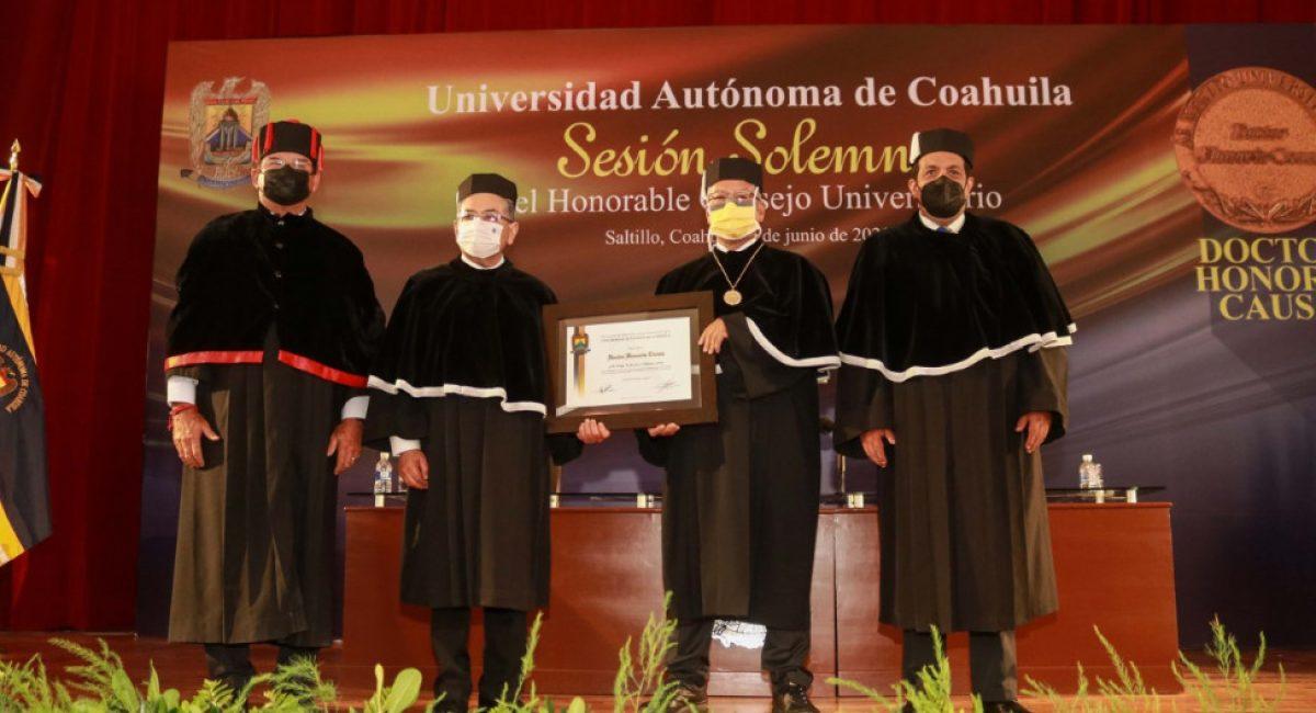 thumbnail_Sesión Solemne del HCU Entrega de Reconocimiento Doctor Honoris Causa-14