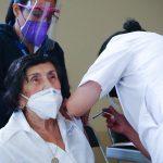Adultos mayores extranjeros que residan en la CDMX tiene garantizada su vacuna